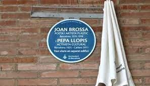 Barcelona dedica una placa al poeta i artista plàstic Joan Brossa i a l'activista cultural Pepa Llopis