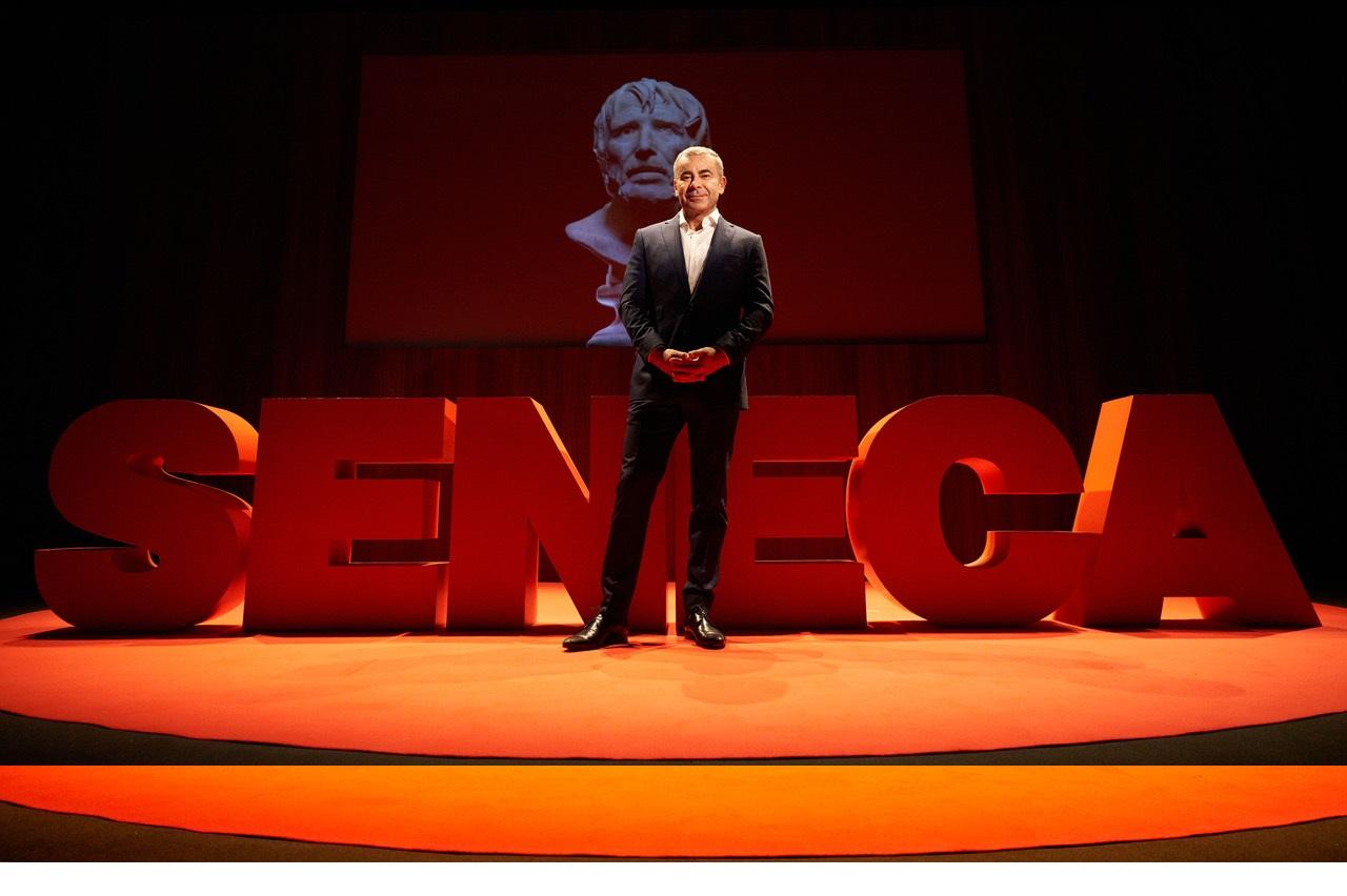 El periodista i actor Jorge Javier Vázquez puja a l'escenari del Tívoli amb 'Desmontando a Séneca'