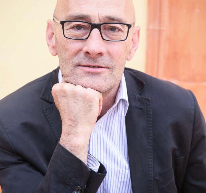 Home de mitjana edat, amb ulleres, Salvador Sunyer